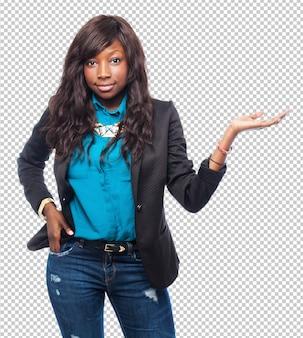 Cool mulher negra segurando sinal