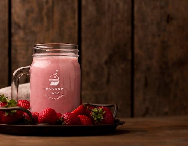 Copie espaço delicioso e saudável smoothie em uma jarra