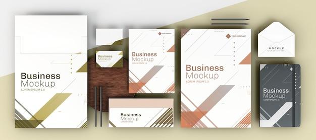 Copie o espaço, vários itens de papelaria de escritório, layouts planos