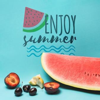 Copyspace maquete com melancia e frutas