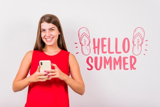 Copyspace maquete para o verão com mulher alegre
