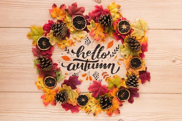 Coroa natural de folhas e fatias secas de laranja