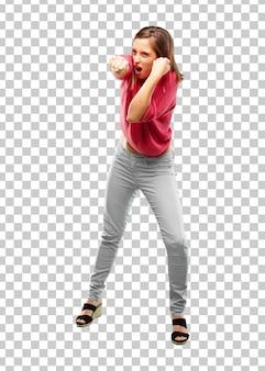 Corpo inteiro de mulher jovem. com uma pose irritada, agressiva e ameaçadora