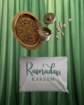 Decoração com datas secas caindo e travesseiro ramadan