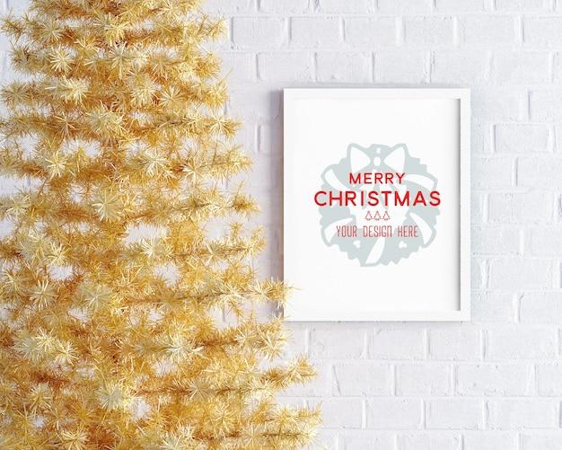 Decoração de natal com árvore de natal amarela e maquete de moldura