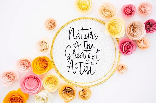 Decoração de quadro de flores com mensagem motivacional
