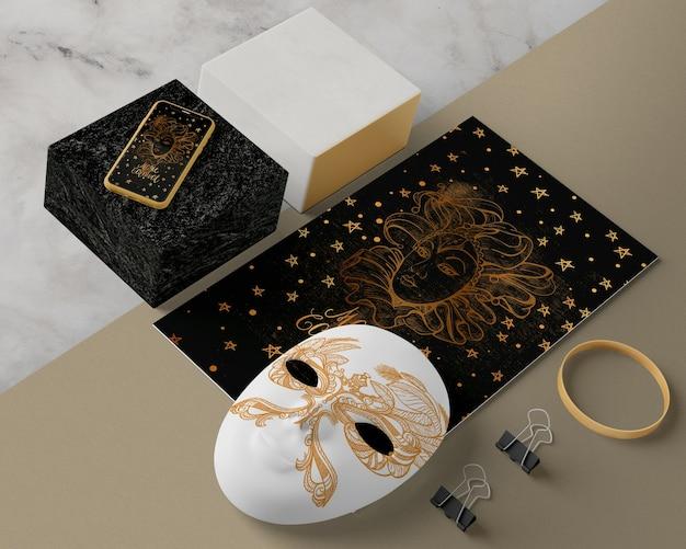 Decorações e máscara para carnaval