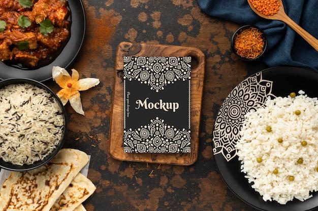 Delicioso arranjo de comida indiana