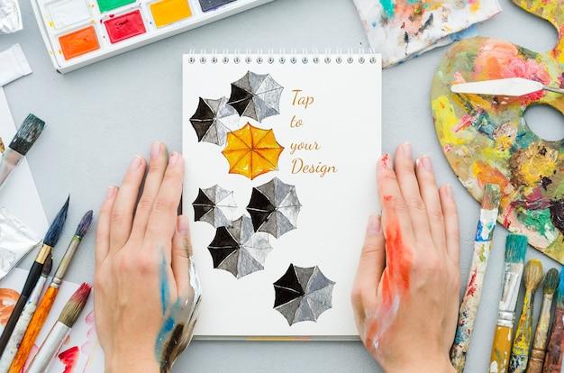 Desenho de caderno com paleta de acrílico