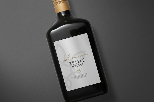 Desenho de maquete de garrafa de licor isolado