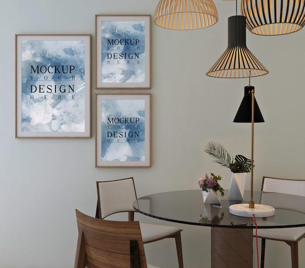 Design clássico moderno de sala de jantar com moldura de maquete