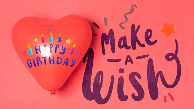 Design de aniversário de balão em forma de coração