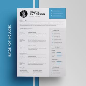 Design de currículo simples com acento azul