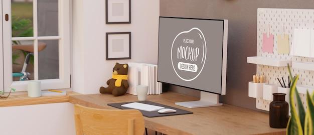 Design de interiores de espaço de trabalho doméstico com maquete de dispositivo de computador