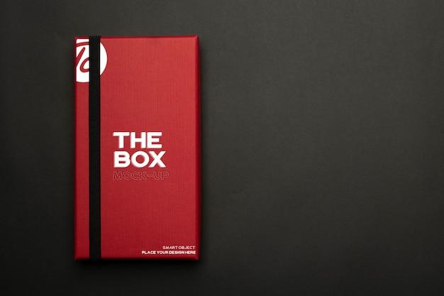 Design de maquete de caixa de presente vermelha