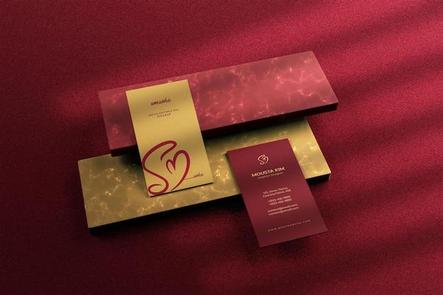 Design de maquete de cartão de visita vertical luxuoso e moderno