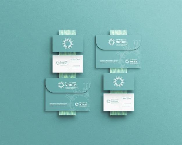 Design de maquete de envelope com maquete de cartão de visita