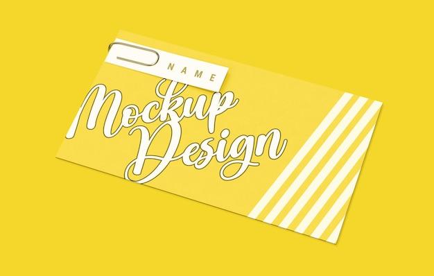 Design de maquete de envelope levitando