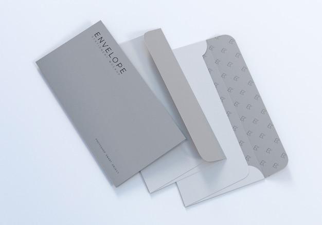 Design de maquete de envelope monarca triplo com fundo branco limpo