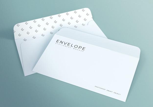 Design de maquete de envelope monarca