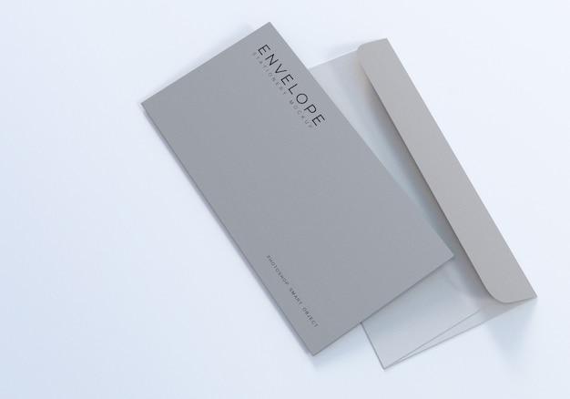 Design de maquete de envelope simples monarca de escritório com fundo branco limpo