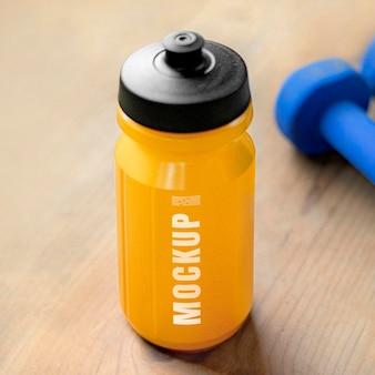 Design de maquete de garrafa esportiva reutilizável