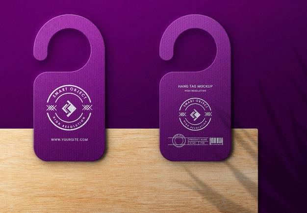 Design de maquete de logotipo de luxo na visualização de perto da etiqueta pendurada