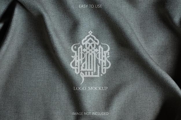 Design de maquete de logotipo em detalhes de tecido