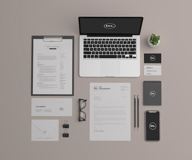 Design de maquete de papelaria de vista superior isolado