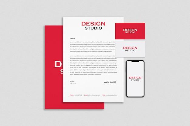Design de maquete de papelaria e marca