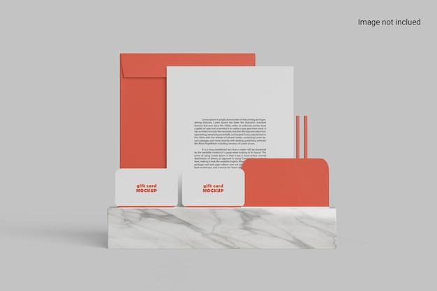 Design de maquete de papelaria em pé
