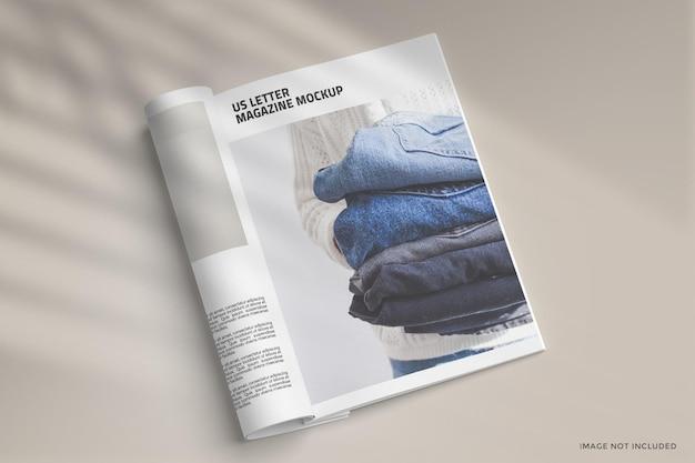 Design de maquete de revista enrolada