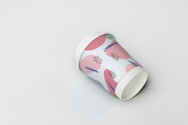 Design de maquete de xícara de café para viagem