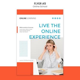 Design de modelo de panfleto de escola on-line