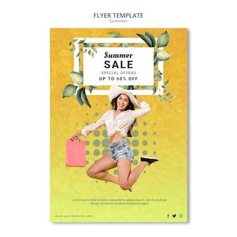 Design de modelo de panfleto de venda verão