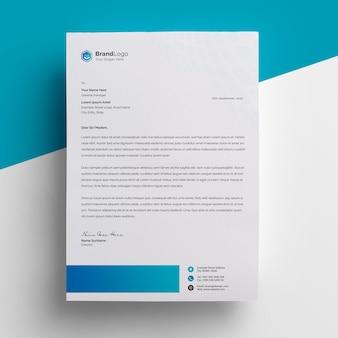 Design de papel timbrado simples e mínimo com acento em azul