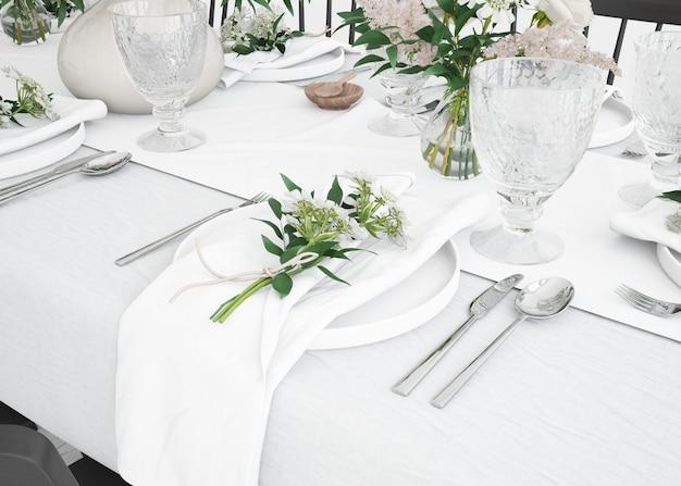 Detalhe de uma mesa preparada para comer com talheres e decoração