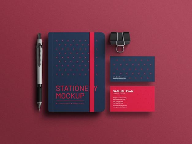 Diário com maquete de conjunto de papelaria de cartão de visita