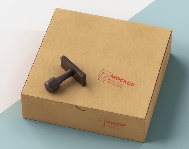Disposição de carimbo e caixa etiquetada