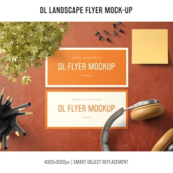 Dl landscape flyer mockup com fones de ouvido