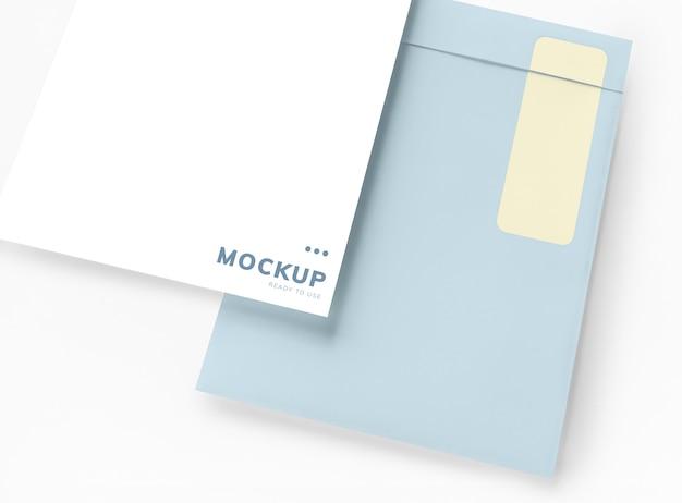 Documento de negócios e maquete de envelope