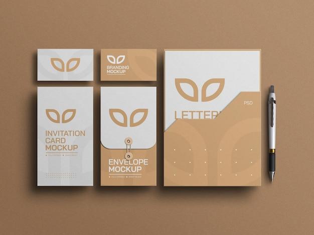 Documento mínimo com papel de carta de envelope e maquete de cartões de visita
