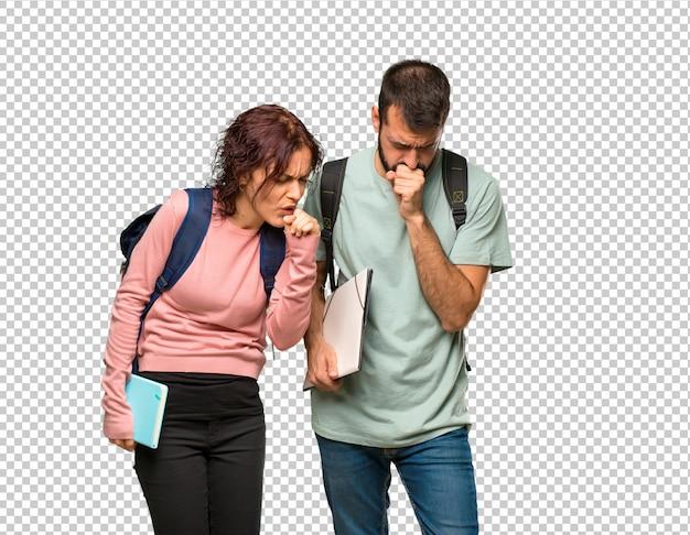 Dois alunos com mochilas e livros estão sofrendo com tosse e se sentindo mal