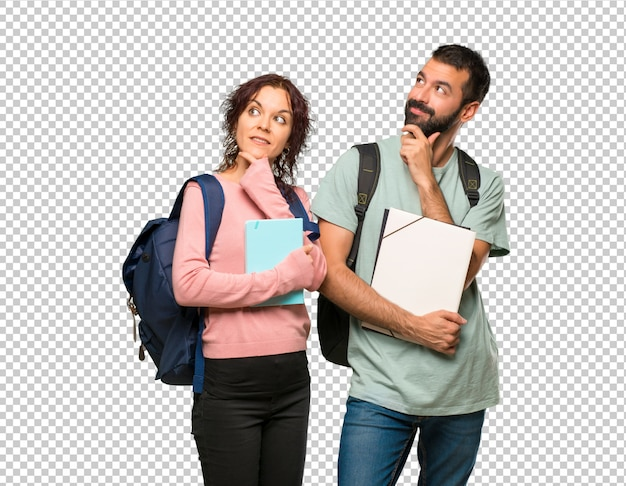 Dois, estudantes, com, mochilas, e, livros, pensando uma idéia