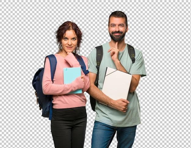 Dois, estudantes, com, mochilas, e, livros, sorrindo, e, olhando à frente, com, confiante, rosto