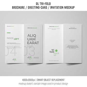Dois modelos de folheto ou convite com três dobras ao lado do outro