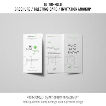 Dois modelos de folheto ou convite com três dobras