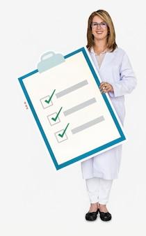 Doutor, segurando, um, lista cheque saúde