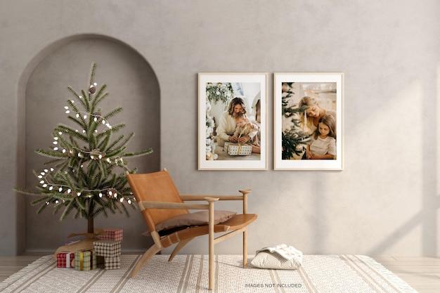 Duas molduras minimalistas com árvore de natal e maquete de poltrona