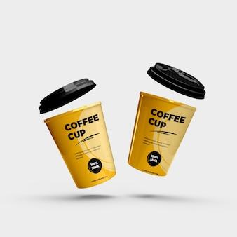 Duas xícaras de café de plástico realista e maquete de papel
